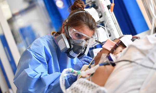 A nurse working in intensive care