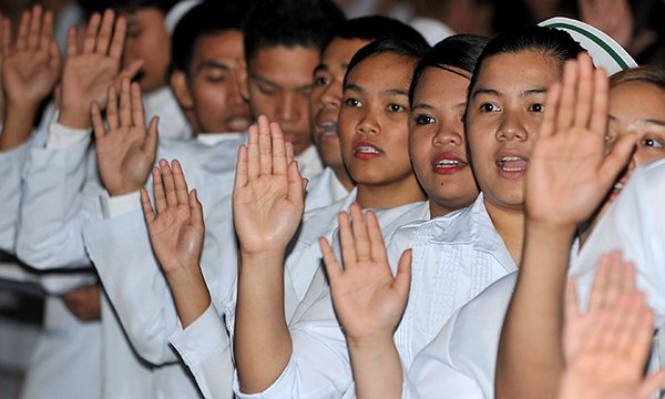 Picture shows graduating Philippine nurses