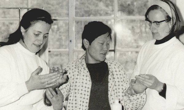 Picture shows Austrian nurses Marianne Stoger (left) and Margaritha Pissarek with a patient