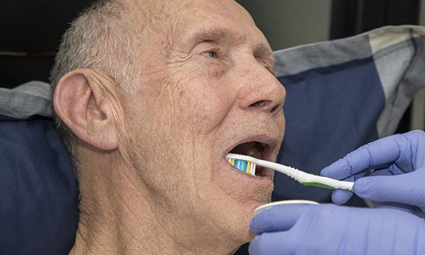 Senior teeth cleaning