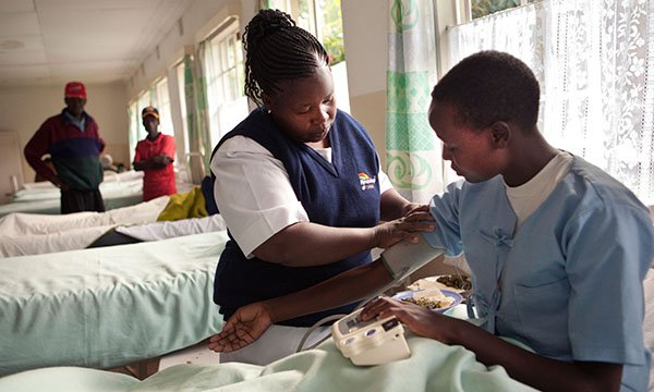 Nurse in Kenya attends to a patient
