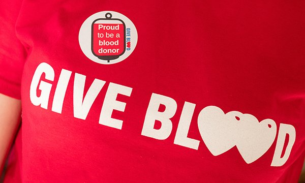 'Give blood' t-shirt motif