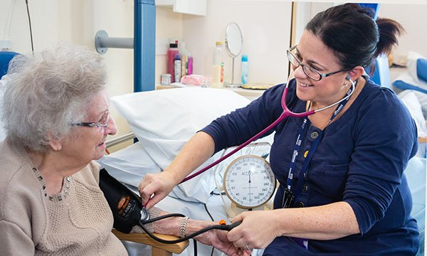 Advanced nurse practitioners can lead comprehensive geriatric assessment in acute hospitals