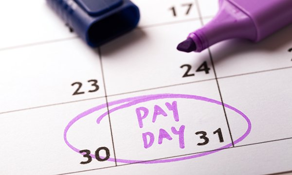 date of pay day is circled on a calendar