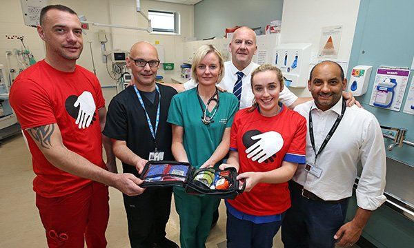 Image show emergency care Knifesavers staff in Liverpool University hospital