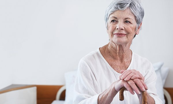 An older lady sitting on a hospital bed. Picture: iStock