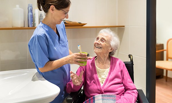 Effective mouth care for older people living in nursing homes