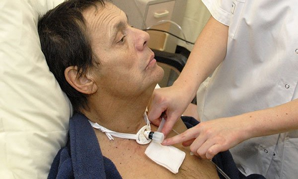 How to perform a tracheostomy dressing and inner cannula change